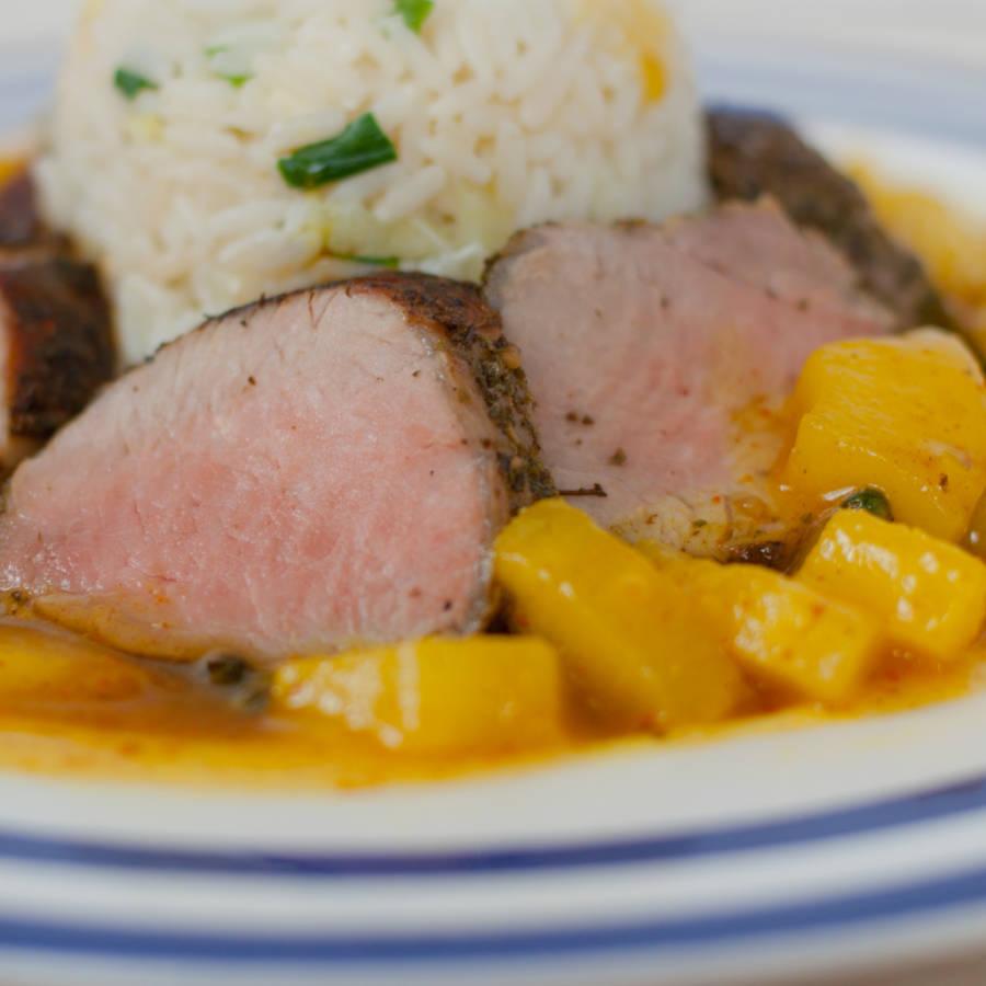 zbliżenie na polędwice w sosie curry